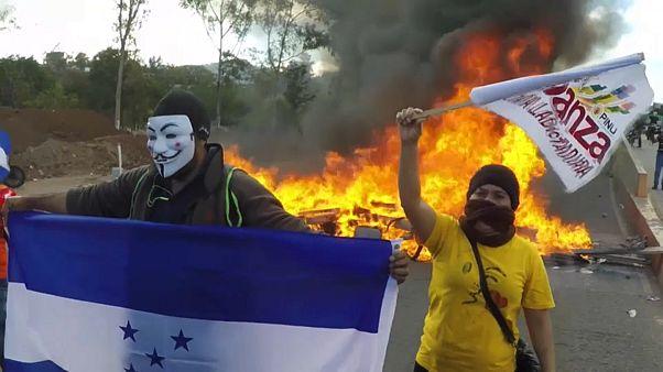 Honduras: Hernandez giura, la gente protesta