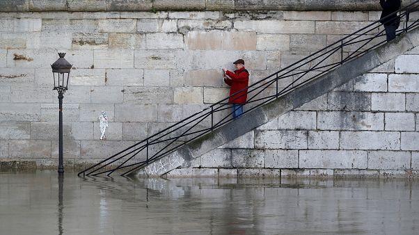 Paris'te uyarı: Su baskınlarına karşı önlem alın