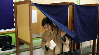 Cipriotas gregos escolhem próximo presidente