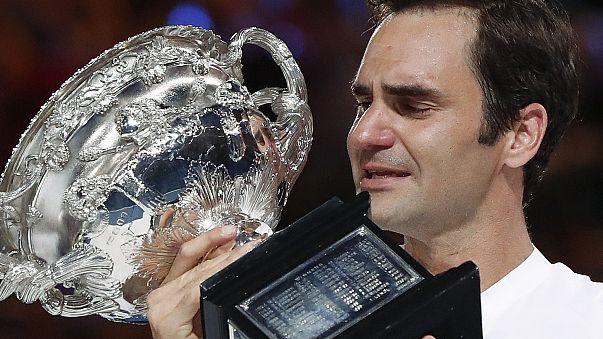 Avustralya Açık'ta tek erkeklerde İsviçreli Federer kupayı kaldıran sporcu oldu