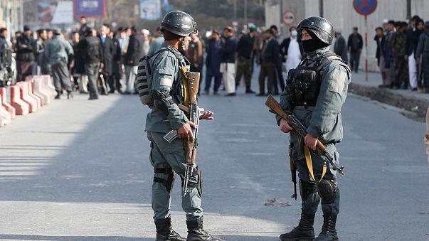 Afganlar terör saldırısının yaralarını sarmaya çalışıyor