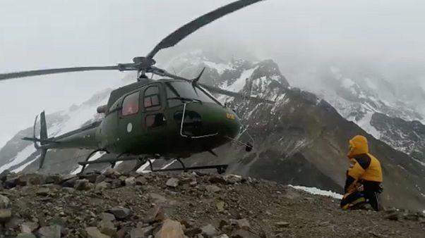 Salvamento arriscado na montanha assassina