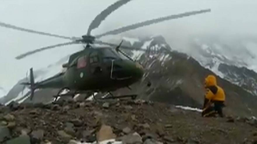 """One climber saved, another stranded on Pakistan's """"killer mountain"""""""