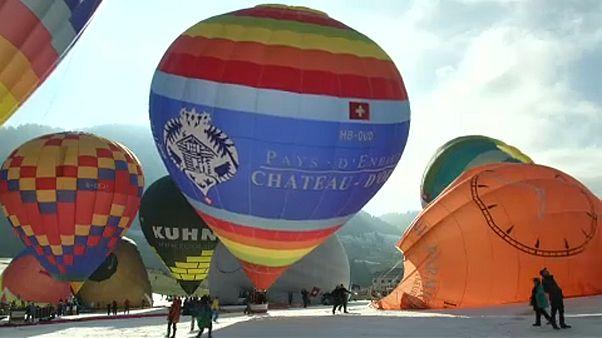 Színpompás hőlégballon-fesztivál