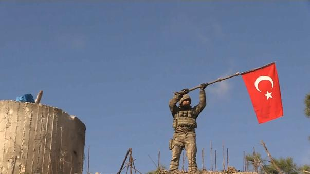 La bandera turca ondea en el estratégico monte Barsaya sirio