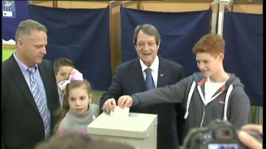 Anastasiadis vence en la primera vuelta de las presidenciales en Chipre