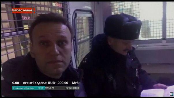 Polícia russa liberta Navalny depois de curta detenção