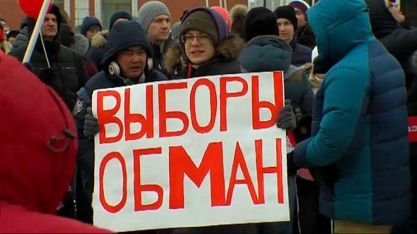 Bei minus 10 Grad: Nawalny-Unterstützer fordern Wahlboykott