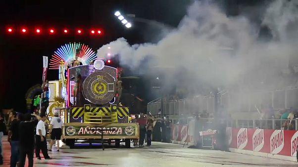 Paraguay'da Karnaval zamanı