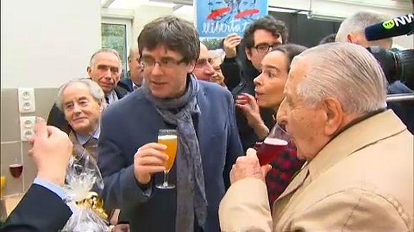 Puigdemont vai pedir autorização judicial para participar em cerimónia de investidura