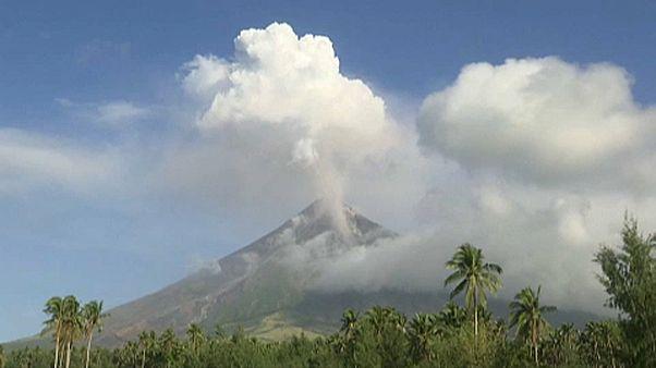 Nem nyugszik a Mayon vulkán