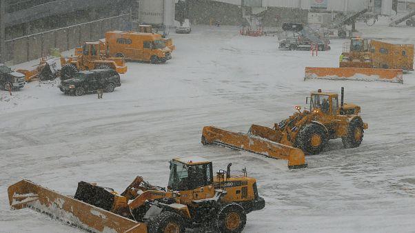 Kuraklık nedeniyle yağmur duasına çıkılan Tahran'a kar yağdı