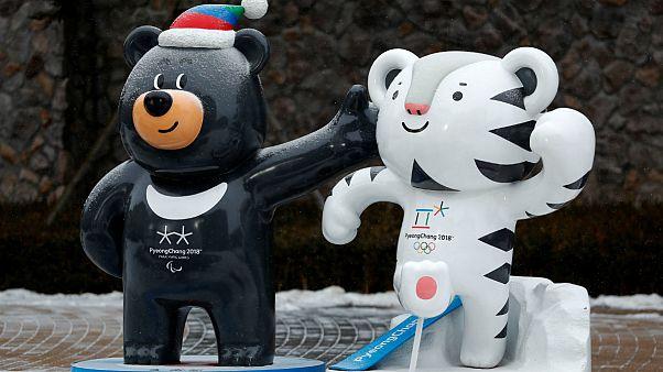 Soohorang, à direita, é a mascote dos Jogos Paralímpicos de inverno 2018