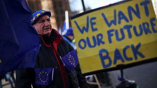 Maioria de britânicos quer novo voto sobre o Brexit