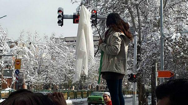 «دختران خیابان انقلاب» در شهرهای مختلف ایران