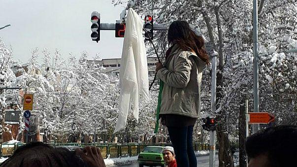 دختران خیابان انقلاب، فریب خوردگان نظام غرب اند