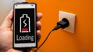 چرا نباید باتری گوشیهای موبایل خود را در طول شب شارژ کنیم؟