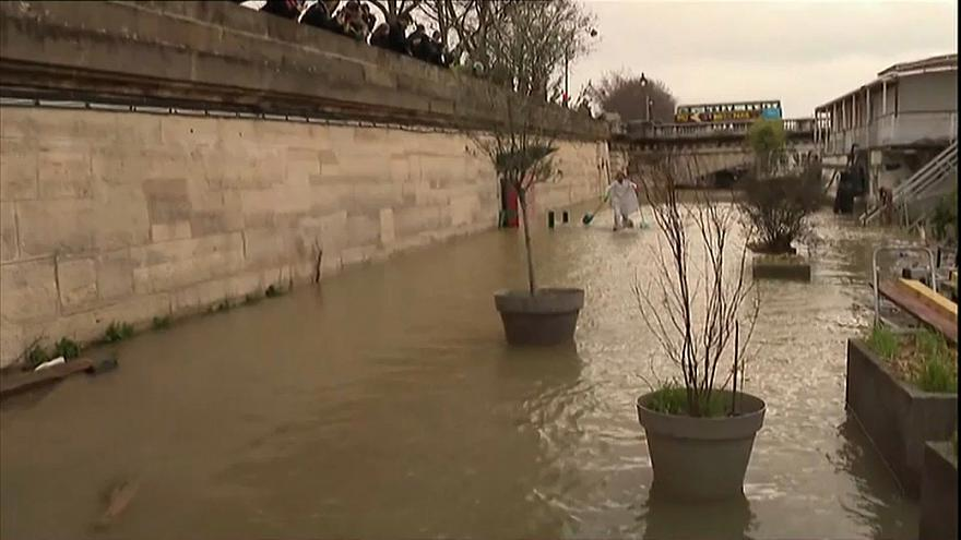 Paris waters rise again but flooding threat receding say weather forecasts