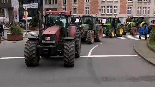 Traktorokkal foglalták el Brüsszel utcáit