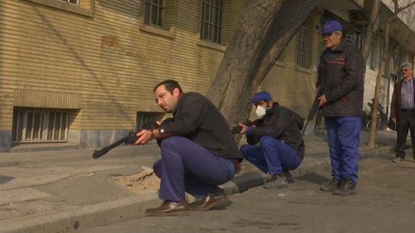 İran'da keskin nişancılar sokakta fare avlıyor