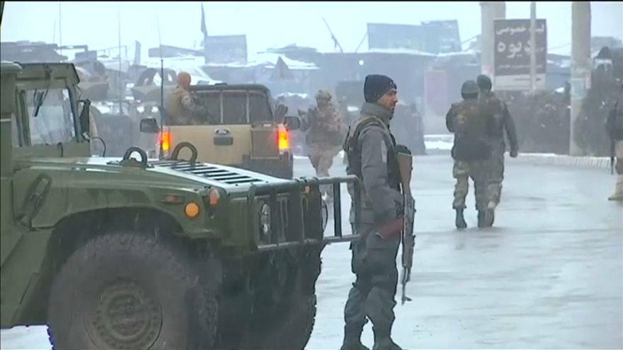 Nach Anschlägen in Kabul - Lage weiter angespannt