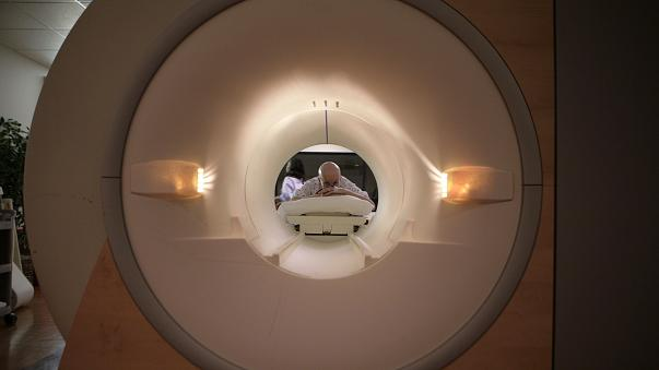 وفاة شاب هندي سحبه جهاز التصوير بالرنين المغناطيسي