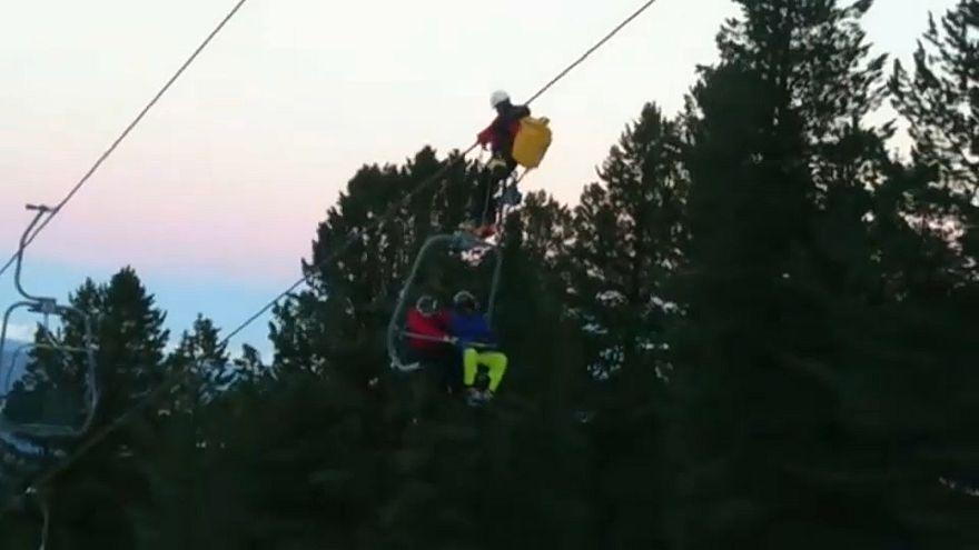 Austria: bloccati in seggiovia, salvati 150 sciatori