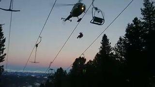 Áustria: Esquiadores resgatados de teleférico