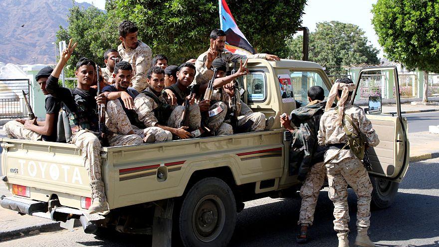 الانفصاليون يسيطرون على عدن ويحاصرون القصر الرئاسي فيها