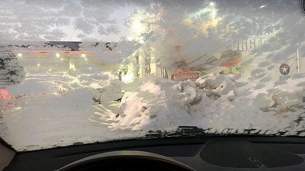 مصادرة رخصة قيادة سيدة نرويجية لتراكم الثلوج على زجاج سيارتها