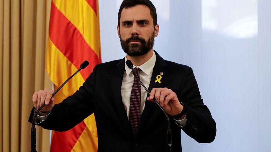 Torrent defende Puigdemont e adia investidura