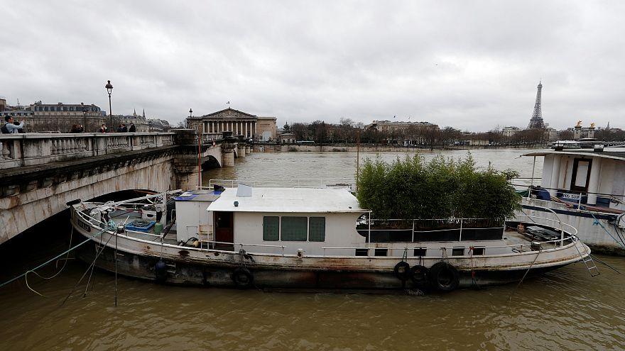 Уровень воды в Сене снижается