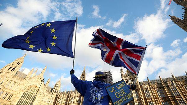 """""""Peinliches"""" Gutachten: Brexit schadet der britischen Wirtschaft"""