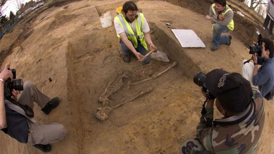 Hollanda'da 6.000 yıllık 'anne ve bebek' iskeleti