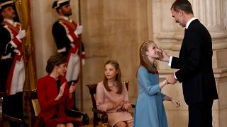 Kronprinzessin Leonor freut sich über Orden