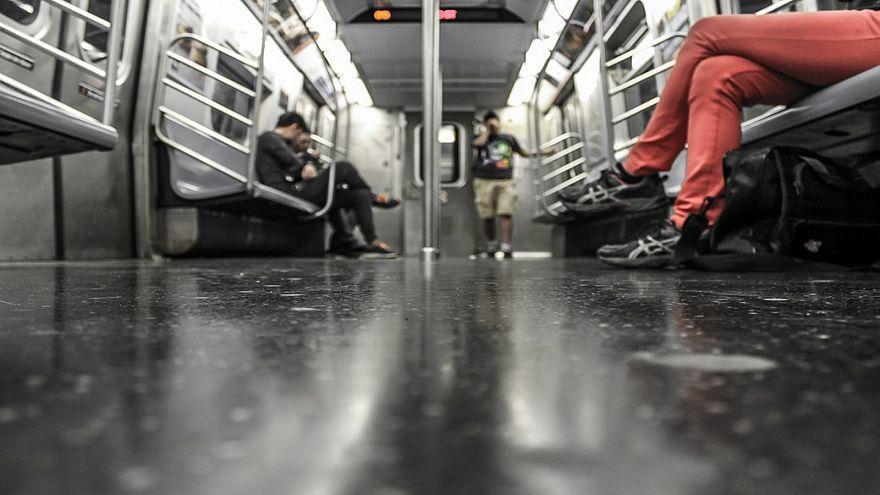 51 في المئة من الفرنسيات لا يشعرن بالأمان في المواصلات العامة