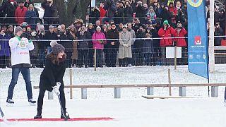 Kate beim Bandy Hockey in Stockholm