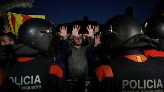 Catalogna: scontri all'ingresso del Parlament