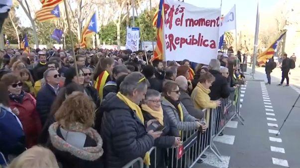 Katalonya'da sol kanat meclis oylamasının ertelenmesini memnuniyetle karşıladı