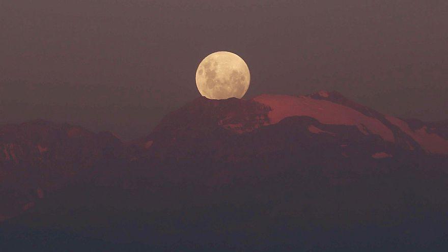 فرصة لمشاهدة القمر الدامي لأكثر من ساعة من الزمن