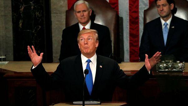 """دونالد ترامب """"يستعير"""" مقولة لهيلاري كلينتون خلال إلقائه لخطاب حالة الاتحاد"""