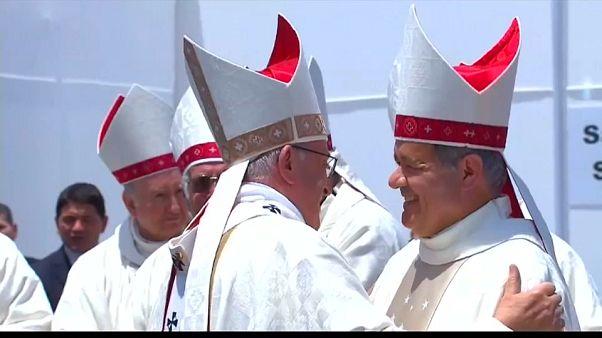 El papa investigará abusos sexuales de sacerdotes en Chile