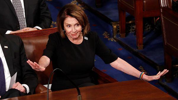 Nancy Pelosi associou ao protesto da violência sexual e vestiu-se de negro