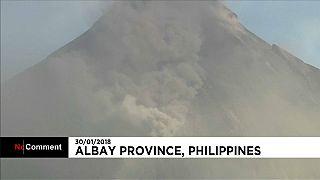 Cinzas do vulcão das Filipinas chegam à cidade