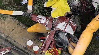 Вертолет упал на жилой дом