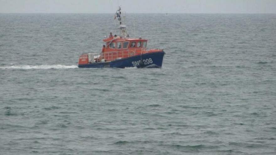 Continúan los esfuerzos para rescatar al director ejecutivo de Quiksilver en el mar
