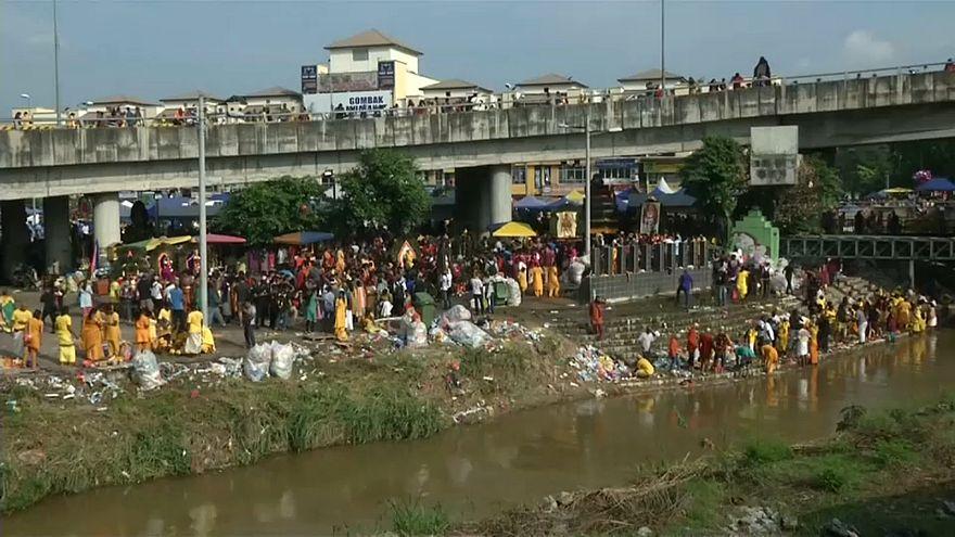"الهندوس في ماليزيا يحيون مهرجان ""ثايبوسام"" تكريماً للإله موروجان"