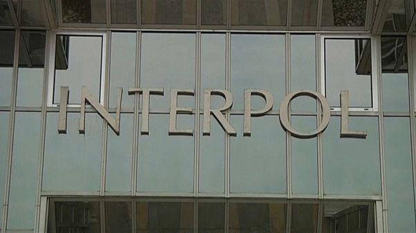 Interpol: 50 combattenti dell'Isis sbarcati in Italia, la polizia smentisce
