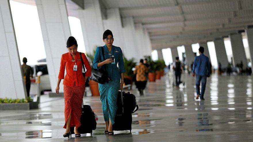 إقليم إندونيسي يفرض الحجاب على مضيفات الطيران المسلمات