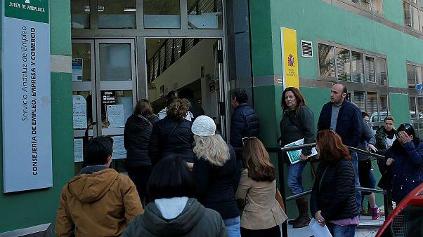 Μειώθηκε η ανεργία στην Ελλάδα - Στο 20.7% τον Οκτώβριο